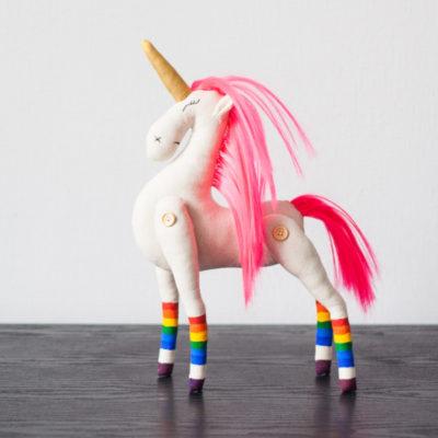 игрушка-единорог-с-розовыми-волосами
