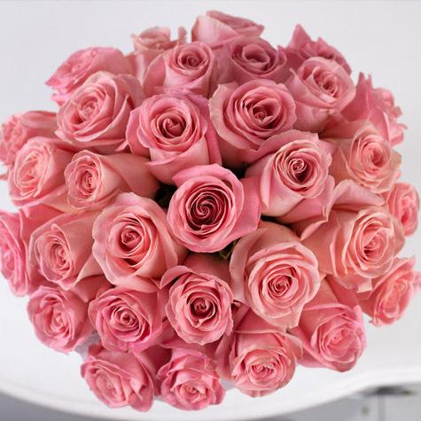 розовые-розы-в-большой-коробке